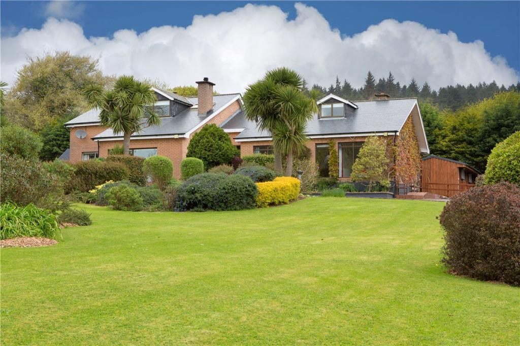 4 bed Detached property for sale in Woodside...