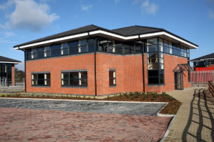 property to rent in 1B Wilkinson Business Park, Wrexham Industrial Estate, Wrexham, LL13 9AE
