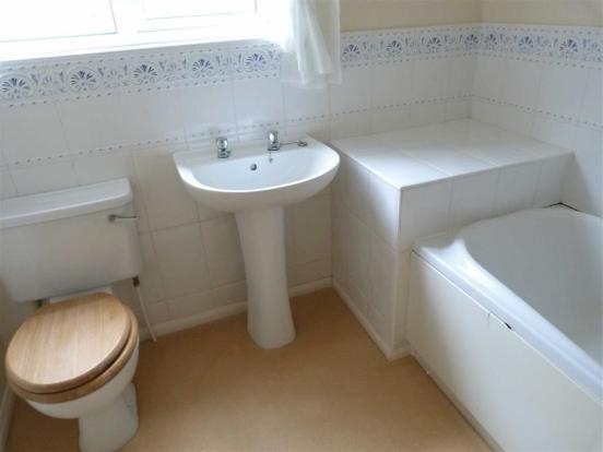 HOUSE BATHROOM - cen