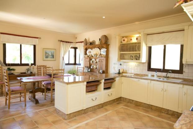 KITCHEN AND DINER
