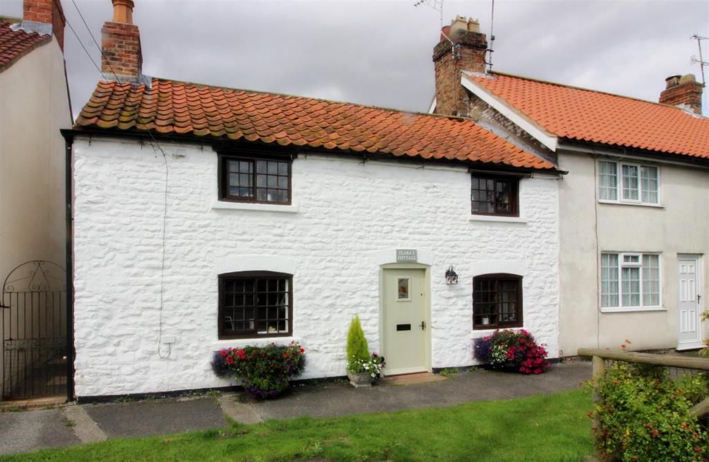 1001_Clara's Cottage