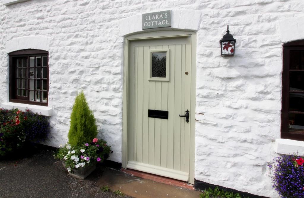 1002_Clara's Cottage