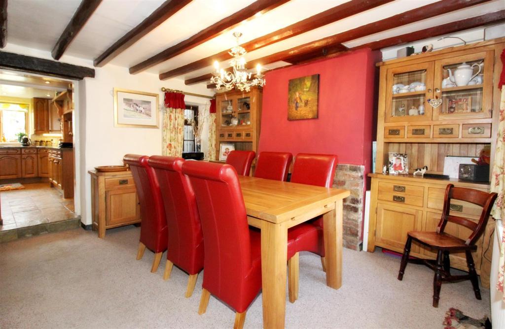 1004_Clara's Cottage