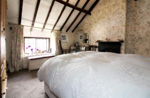 1011_Clara's Cottage