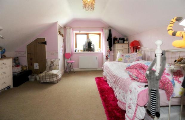1015_Clara's Cottage