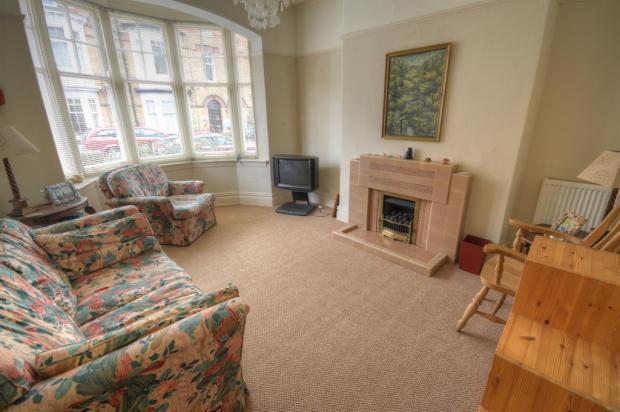 Bedroom 1 / lounge
