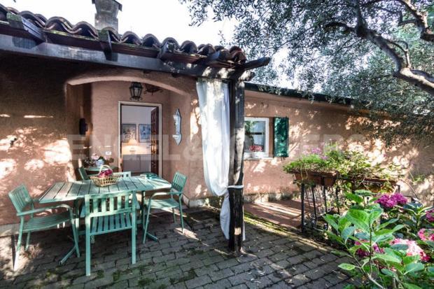 Villa Finale Ligure - Portico sul giardino
