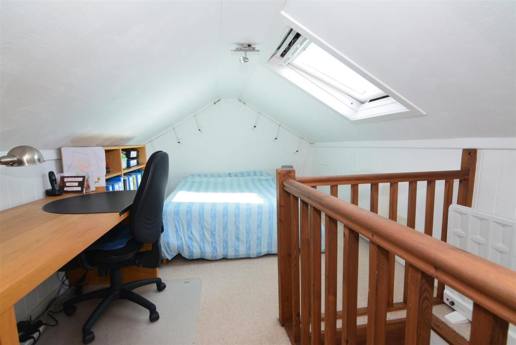 ATTIC ROOM/ OCCASION