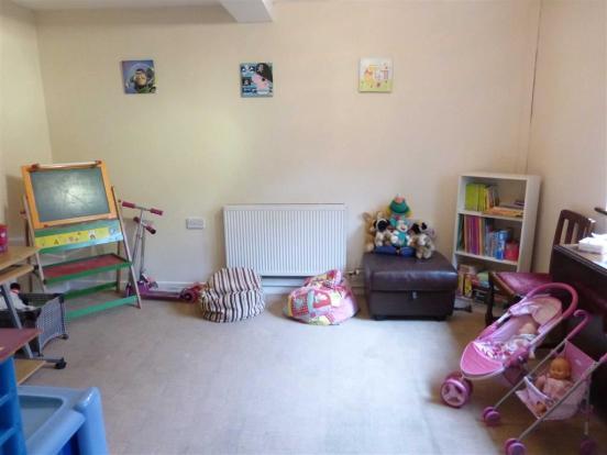 Sitting Room/Annex: