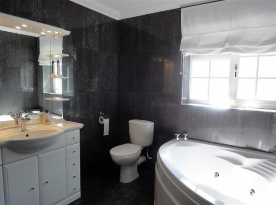 GUEST BATHROOM: