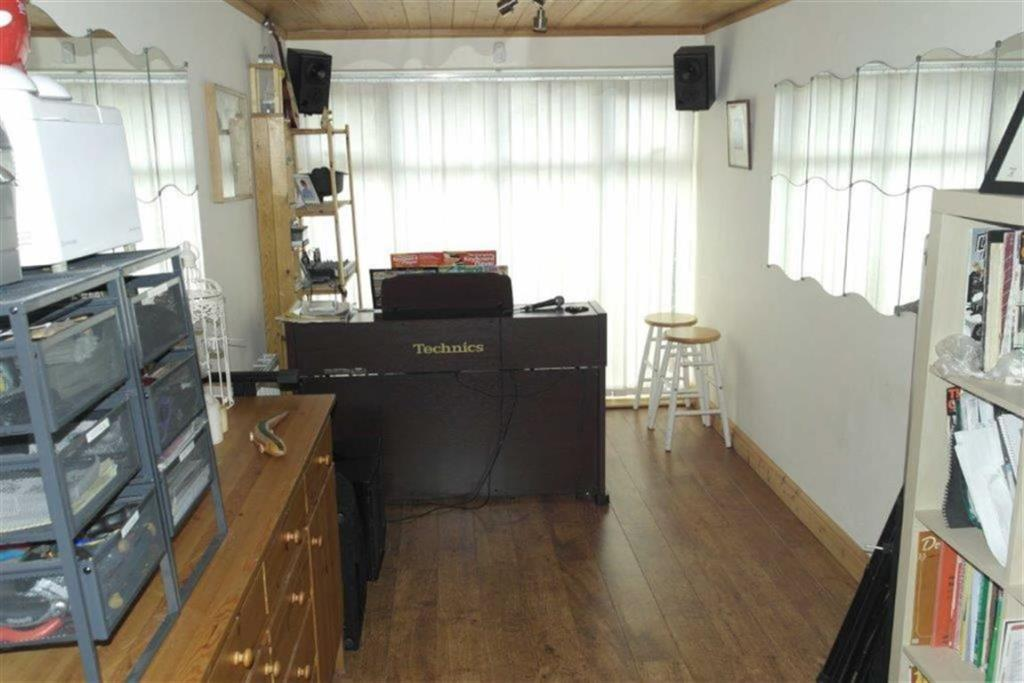 MUSIC/GAMES ROOM