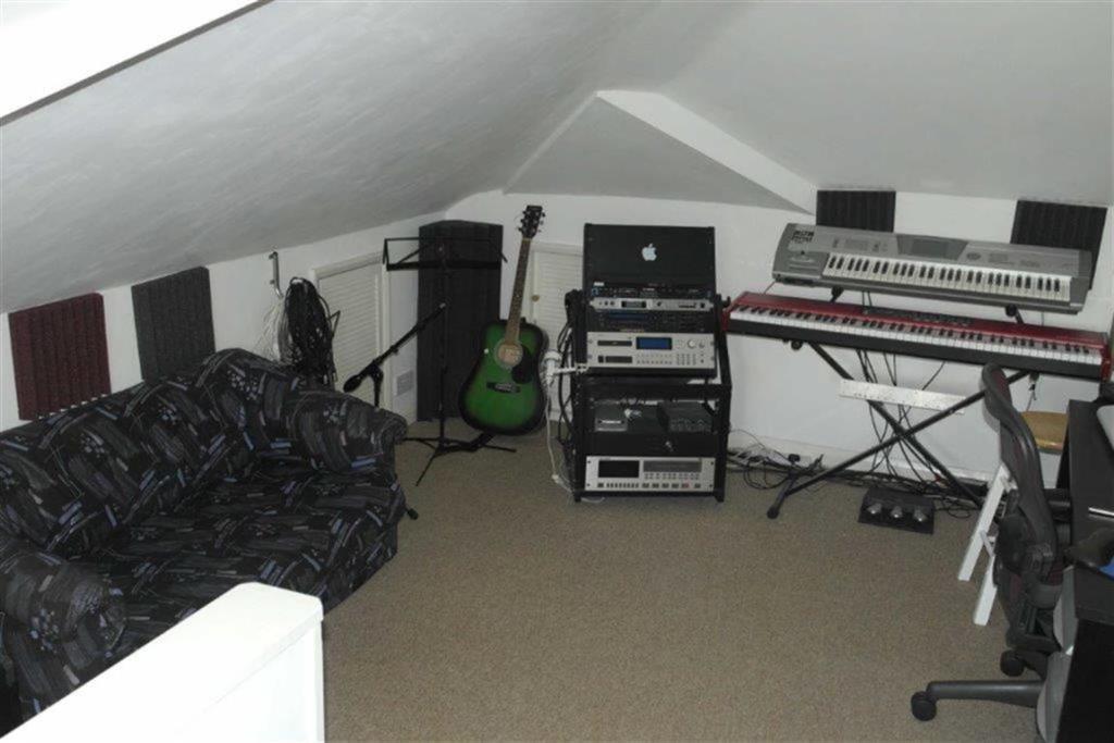 ATTIC BEDROOM/STUDIO