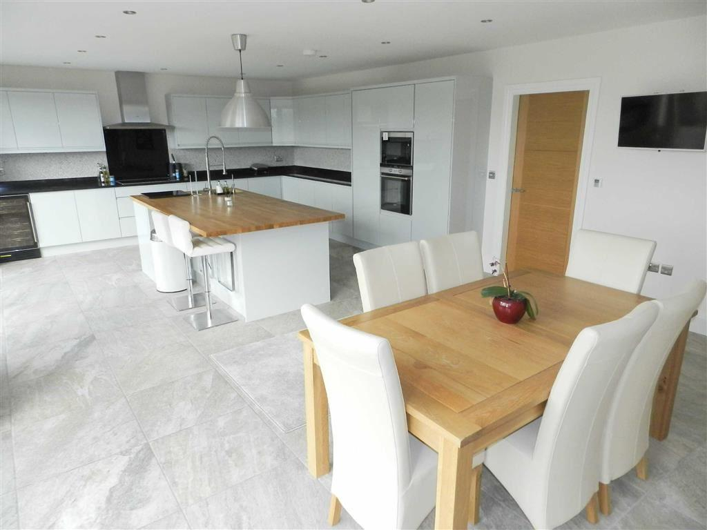 LIVING/DINING KITCHE