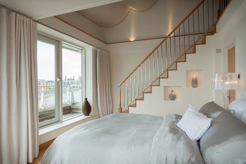 white and silver bedroom - klejonka