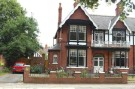 5 bed semi detached property in Park Drive, Grimsby, DN32