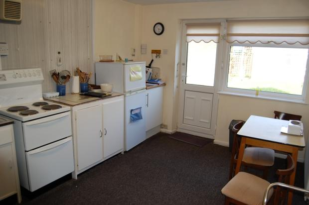 Bathroom Tiles Grimsby : Bedroom detached bungalow for sale in thirlmere avenue