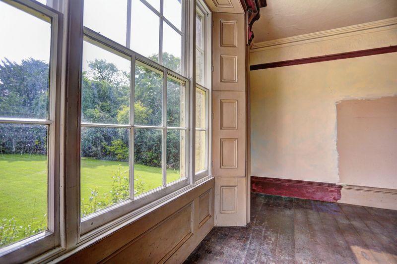 Window/shutter...