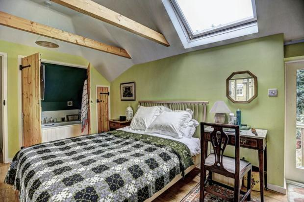 Bedroom in con...