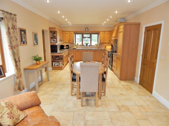 KITCHEN DINER 1.JPG