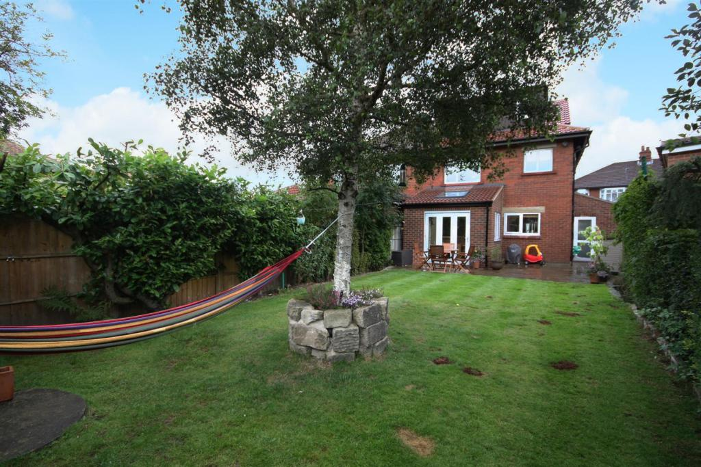 11 Ghyll Beck Drive