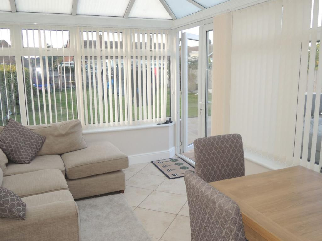 CONSERVATORY/DINING AREA