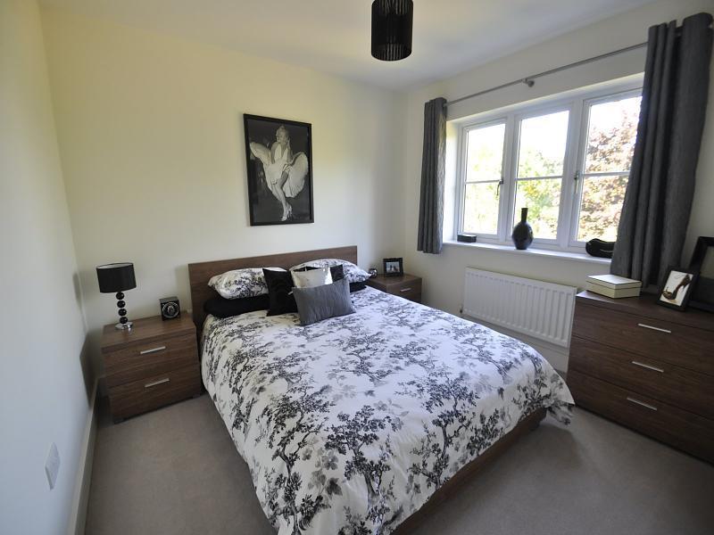Black cream bedroom design ideas photos inspiration for Bedroom ideas cream