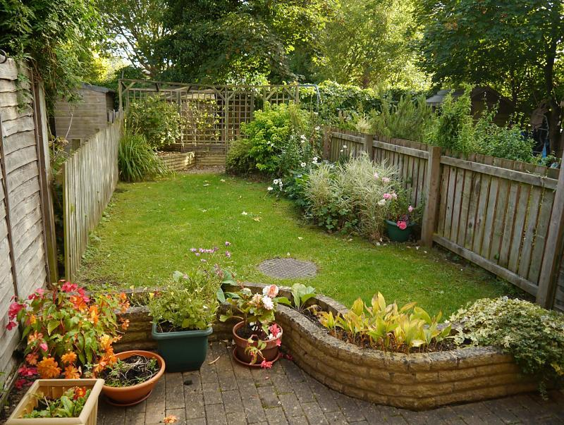 2 bedroom terraced house for sale in dickens close - Terraced house backyard ideas ...