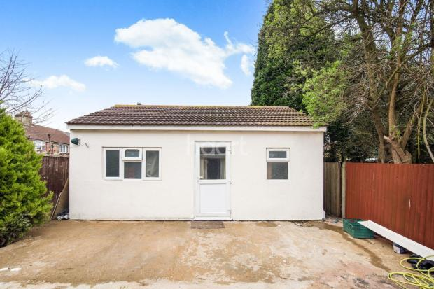 bedroom semi detached house for sale in north hayes ub4
