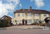 5 bed house in Copthall Gardens...