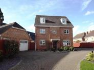 Detached house in Elvetham Heath
