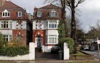 Flat for sale in Kings Avenue, London...