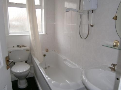 98_Bathroom.JPG