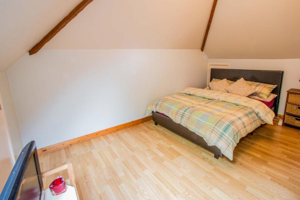 bedroom-to-the-annex