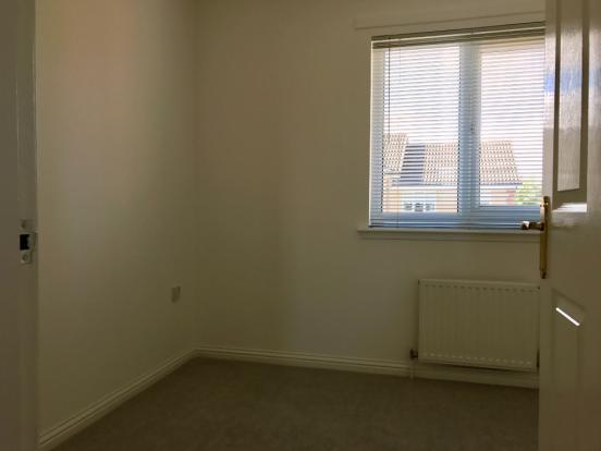 Front bedroom 2.