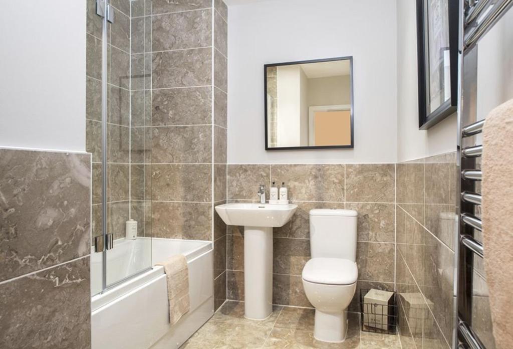 Oakwell Grange Show Home Bathroom