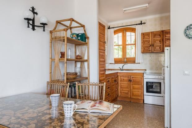 Dining area & kitche