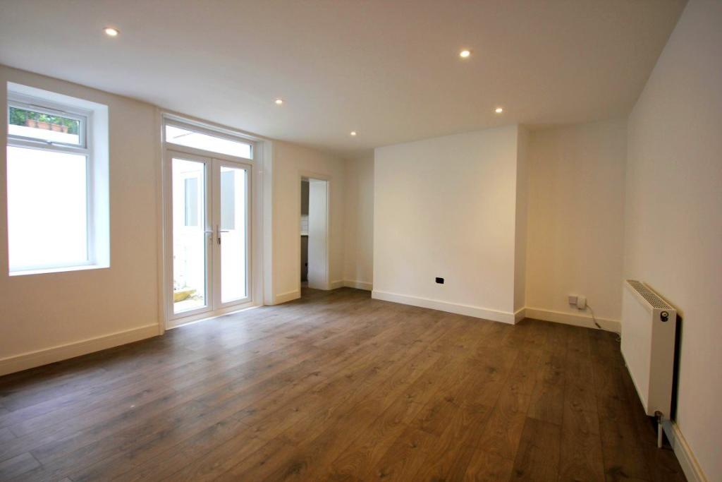 2 bedroom apartment to rent in powis square brighton bn1 for Room to rent brighton