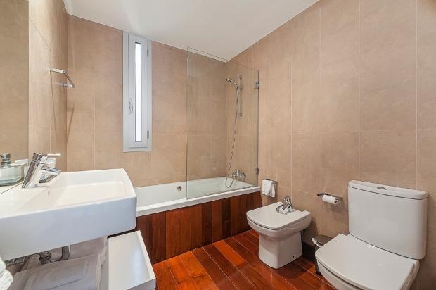 Bathroom / Bon Aire