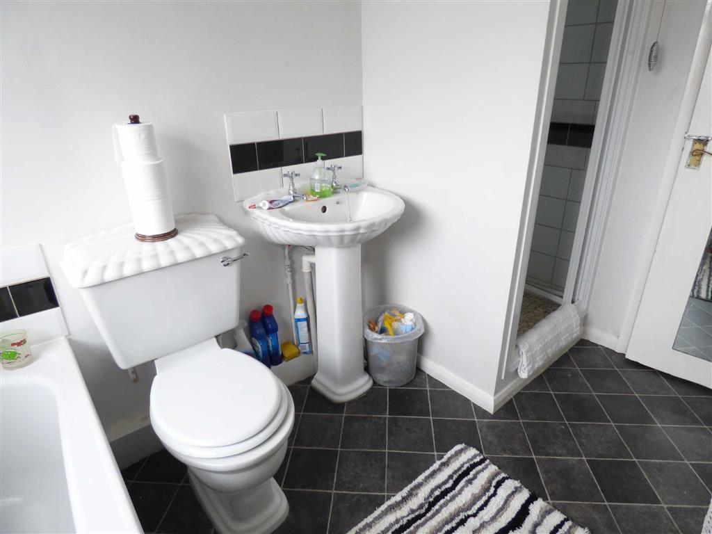Family Bathroom (2nd