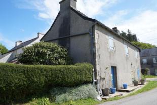 Cottage for sale in La Feuillée, Finistère...