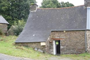 2 bedroom Cottage for sale in Châteauneuf-du-Faou...
