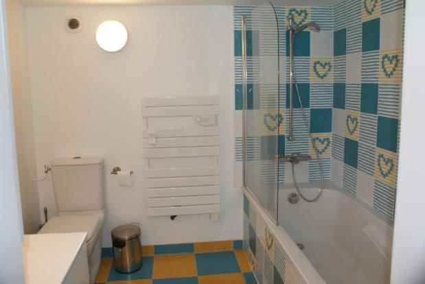 Bed 2 Bathroom