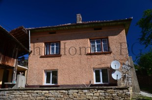 Village House for sale in Gabrovo, Dobromirka