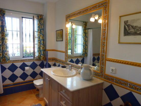 bathrroom 2