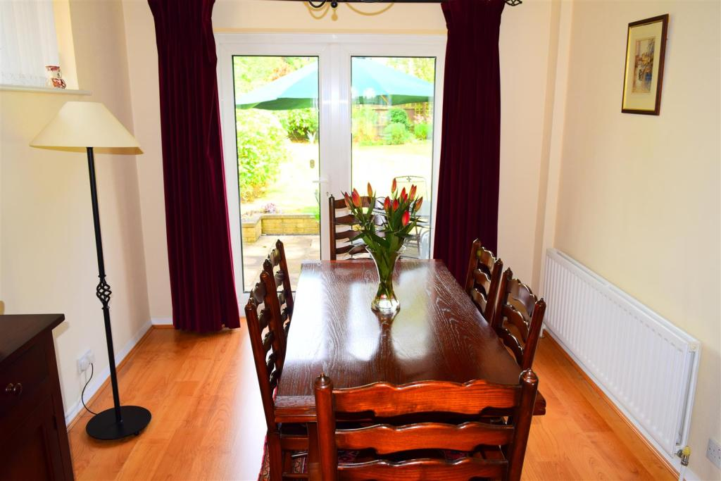3 bedroom detached house for sale in milverton crescent for Dining room northampton