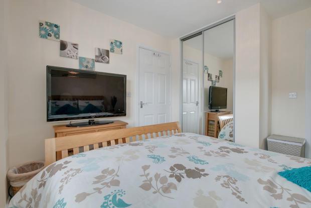 3 Bedroom Semi Detached House For Sale In Hurricane Avenue Cofton Hackett Birmingham B45 8gx B45
