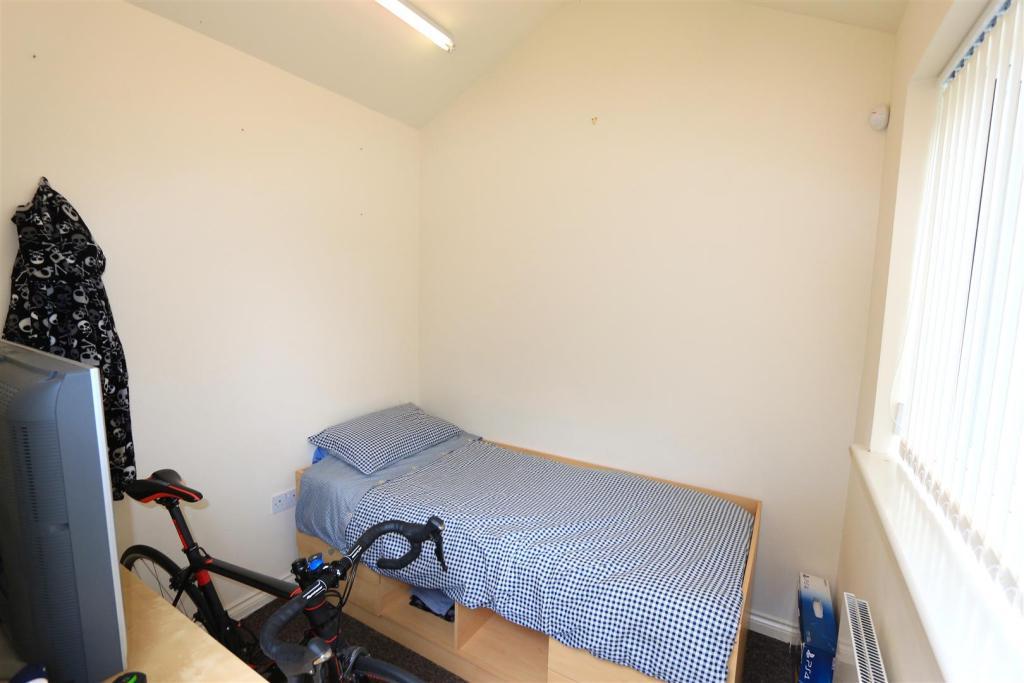 BEDROOM / OFFICE / G