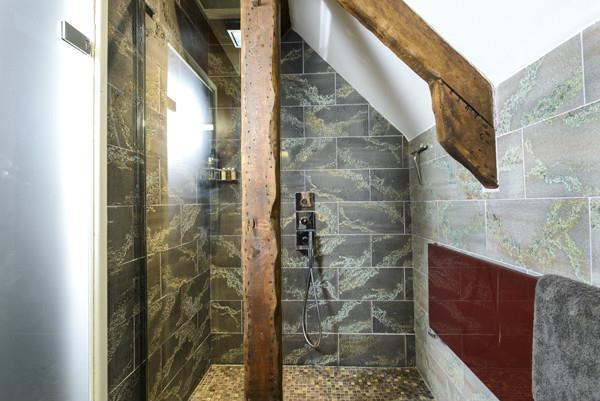 Bathroom 2 a.jpg