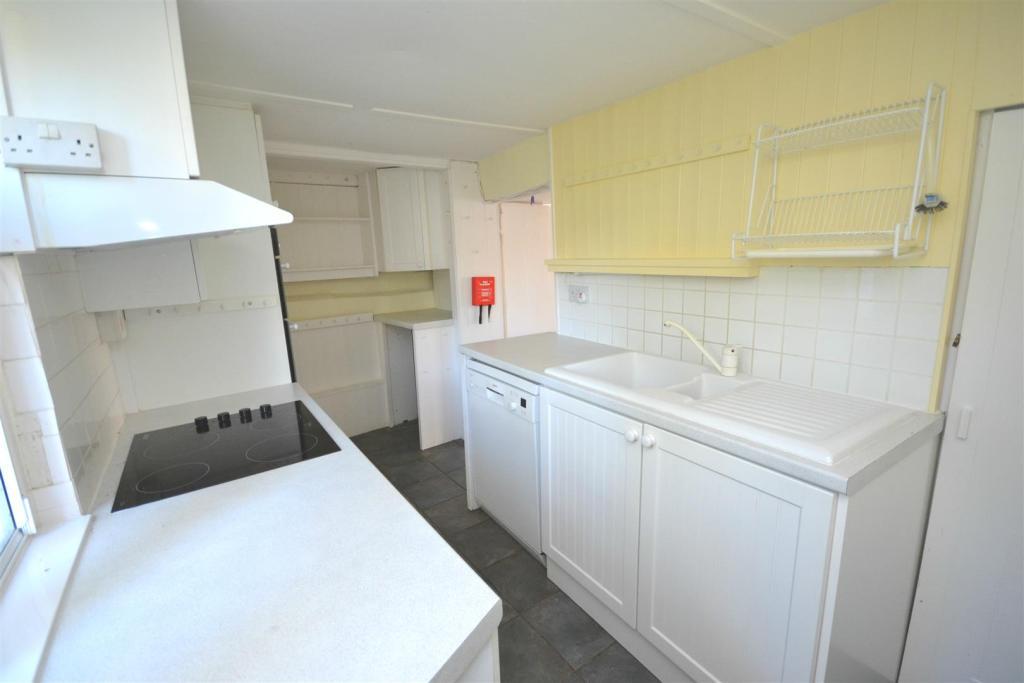 Kitchen2 a.jpg
