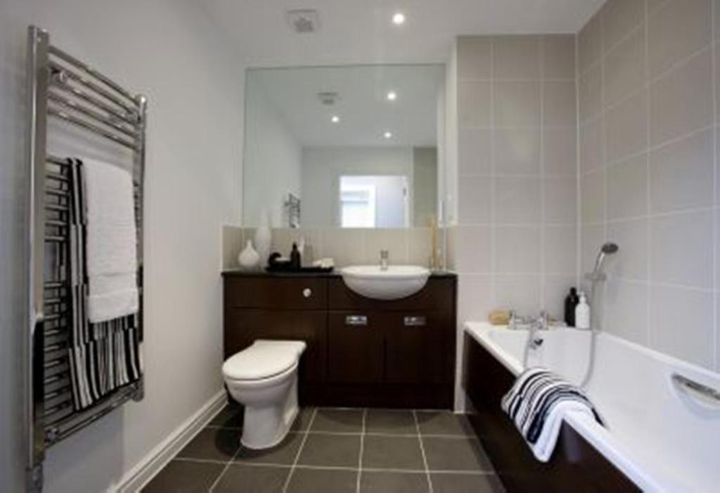 Two bedroom Buckminster bathroom